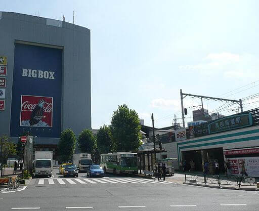 高田馬場駅前の様子