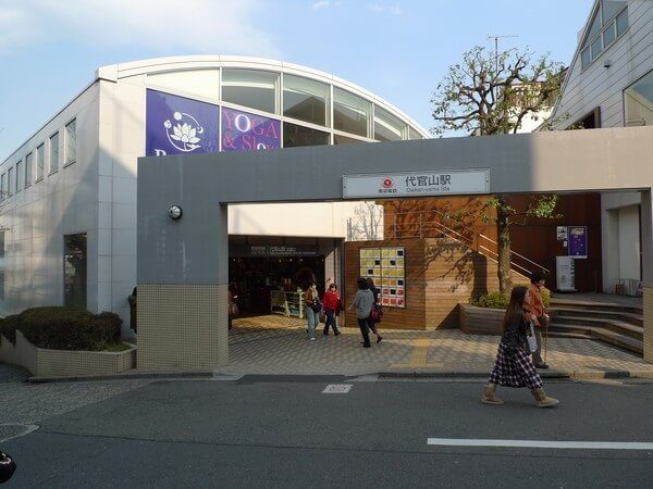 代官山駅前の様子