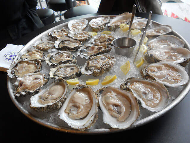 オイスターバーの牡蠣