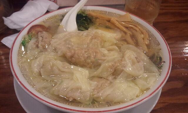 広州市場のわんたん麺