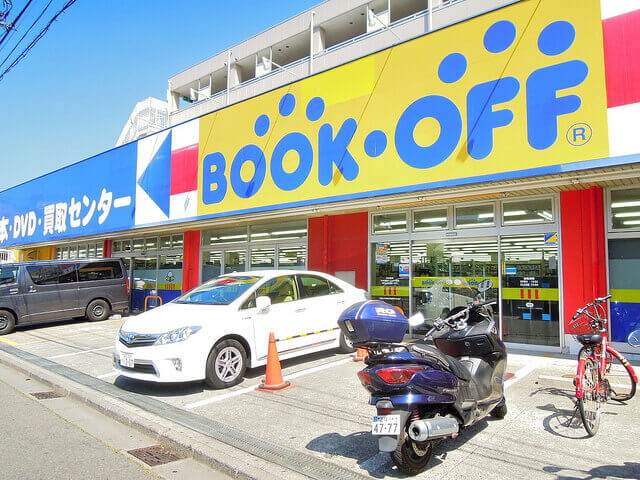 BOOK-OFFの店舗前の様子